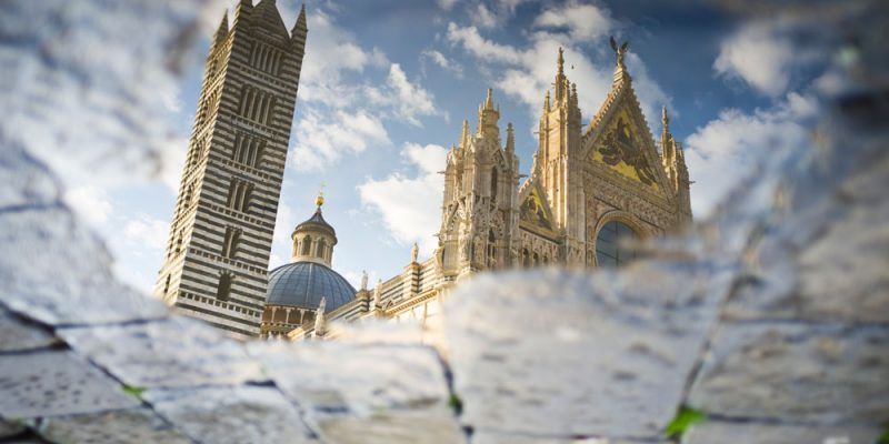Il Duomo di Siena riflesso in una pozza